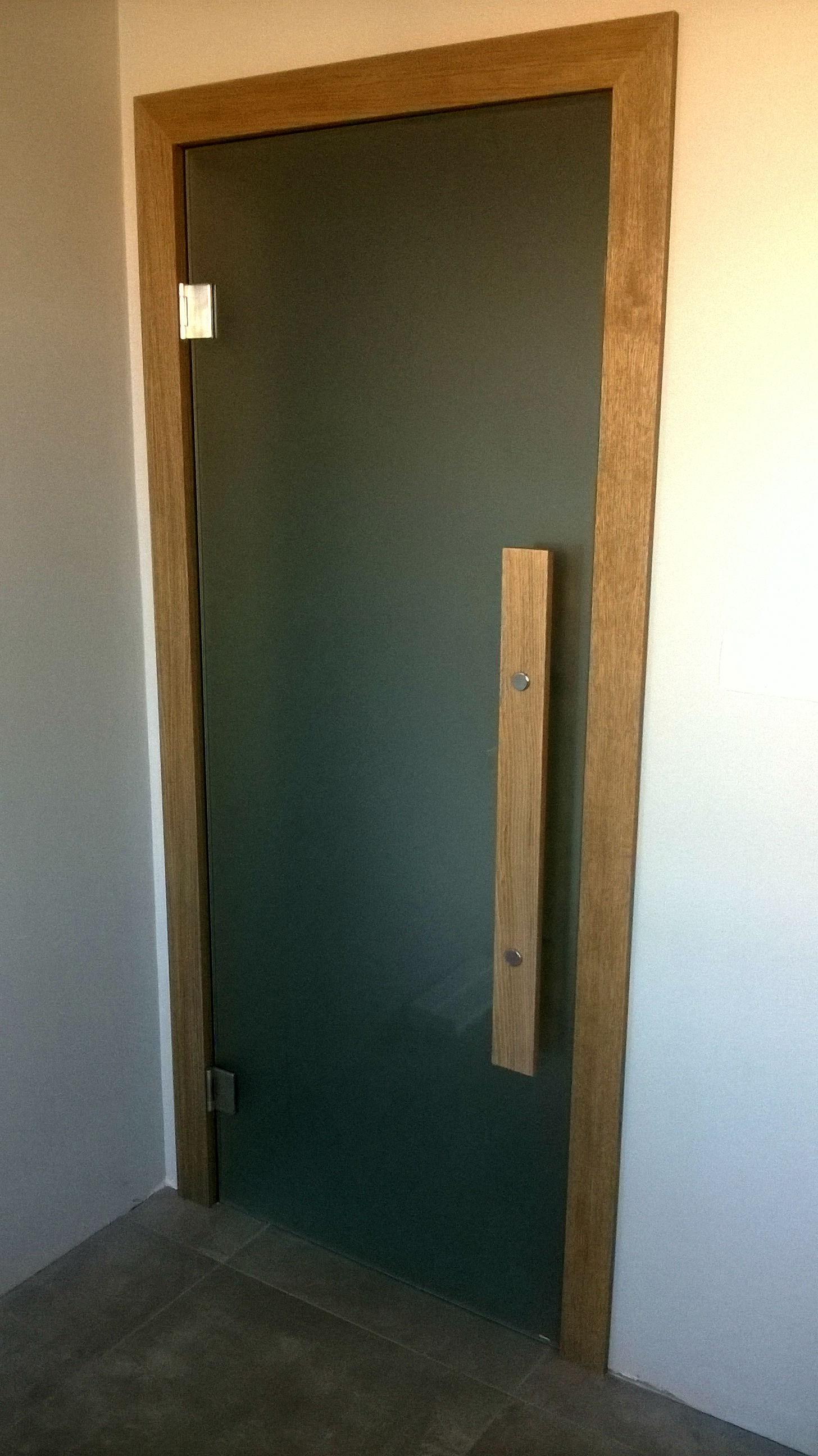 Стъклени врати на панти